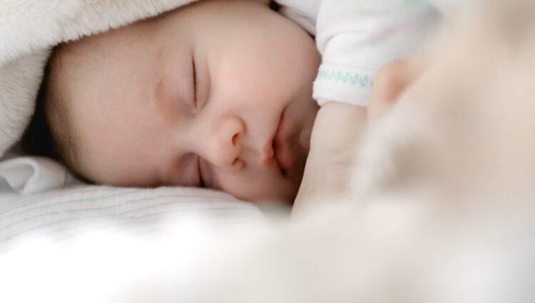 3 astuces de bonne habitude de sommeil à votre bébé 1