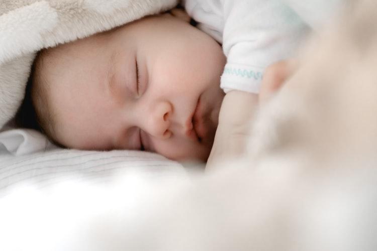 3 astuces de bonne habitude de sommeil à votre bébé 8